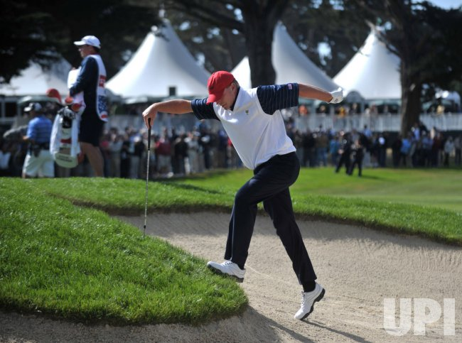 Steve Stricker climbs out of a bunker during the second round of the 2009 Presidents Cup in San Francisco