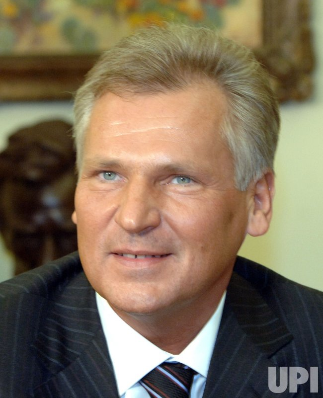 BUSH MEETS WITH POLANDS PRESIDENT KWASNIEWSKI