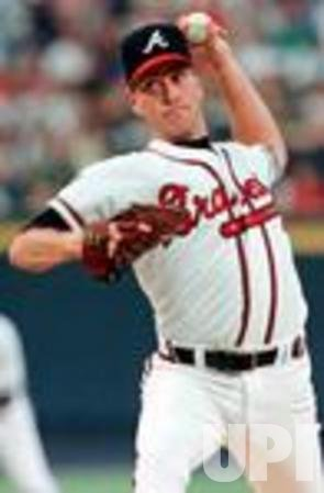 Braves Glavine pitches