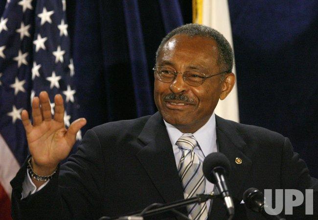 Sen. Burris announces he will not run for Senate in 2010 in Chicago