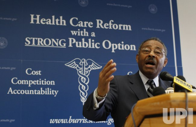 Sen. Burris delivers a health care speech in Chicago