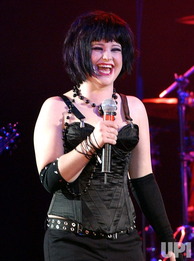 Kelly Osbourne performs at Lane Bryant's spring 2003 fashion show