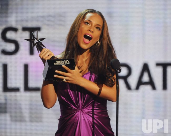 Alicia Keys accepts Best Collaboration award at the 2010 BET Awards in Los Angeles