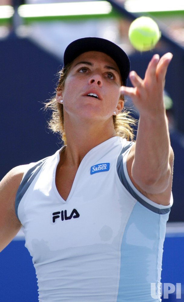 Jennifer Capriati wins second-round match in Toronto