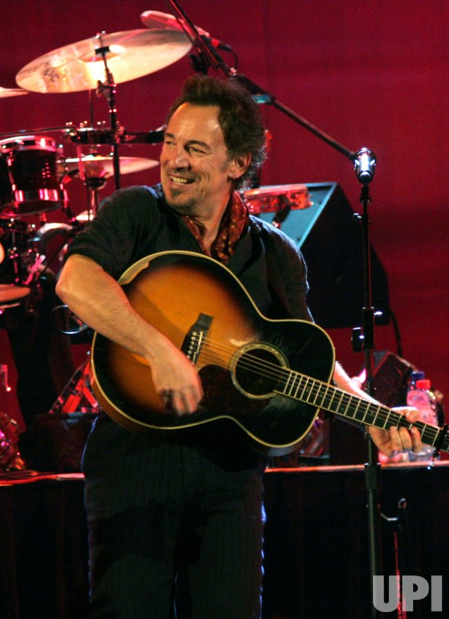 BRUCE SPRINGSTEEN IN CONCERT IN PARIS