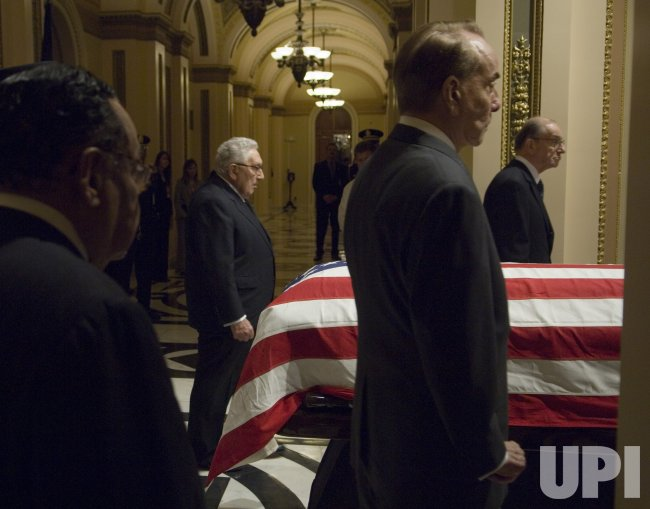 PRESIDENT FORD'S CASKET ARRIVES AT U.S. CAPITOL