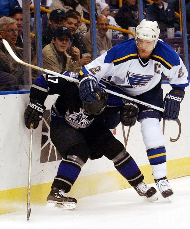 ST. LOUIS BLUES CAPTAIN UNERGOES EYE SURGERY
