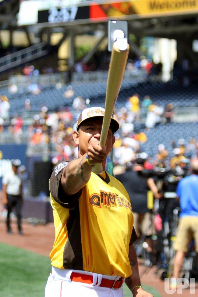 American League's Miguel Cabrera takes a selfie in San Diego