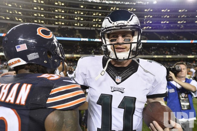 Eagles' Wentz greets Bears' Trevathan after game in Chicago