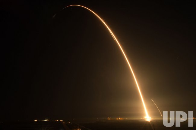 SpaceX Falcon launches Dragon spacecraft to the ...