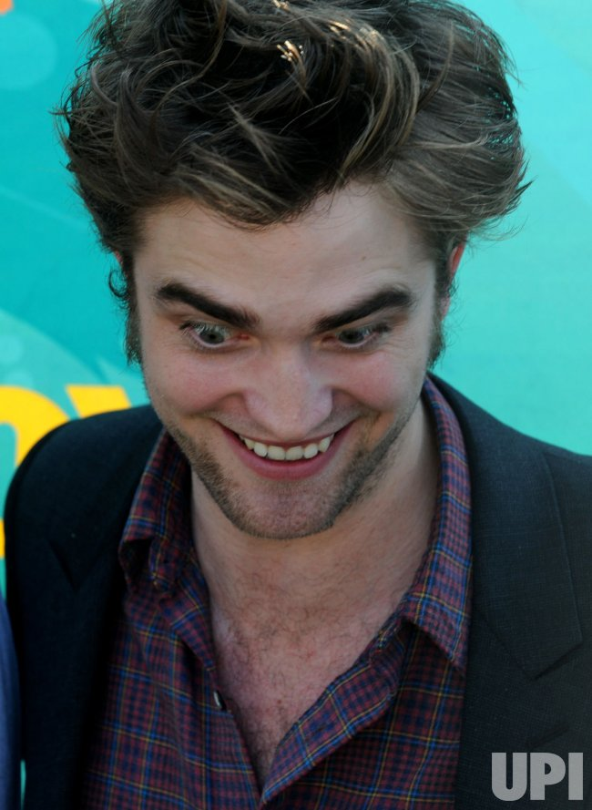 Robert Pattinson attends the Teen Choice 2009 Awards in Los Angeles