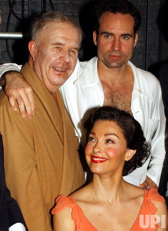 """TENNESSEE WILLIAMS PLAY """"CAT ON A HOT TIN ROOF"""" OPENS ON BROADWAY"""