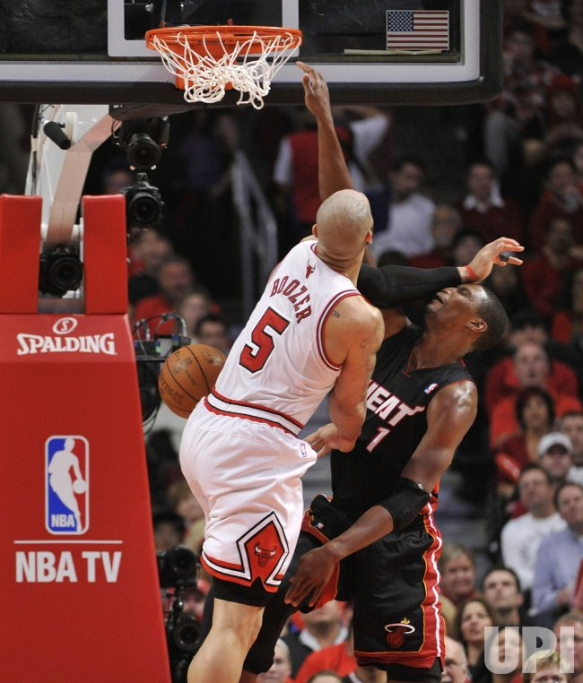 Bulls' Boozer fouls Heat's Bosh in Chicago