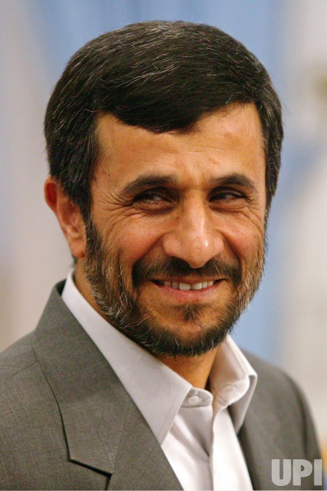 Iran's President Mahmoud Ahmadinejad meets Chinese Foreign Minister Yang Jiechi in Tehran