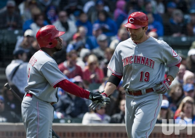 Reds' Harris congratulates Votto in Chicago