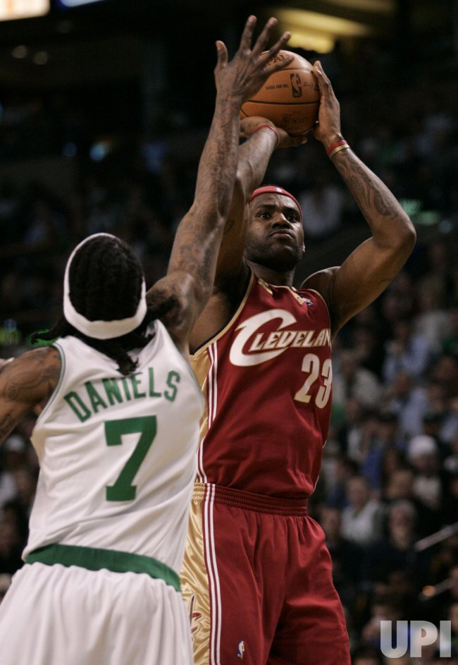 Cavaliers James shoots against Celtics in Boston, MA.