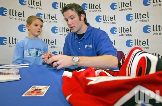 HURRICANES CAM WARD SIGNS AUTOGRAPH