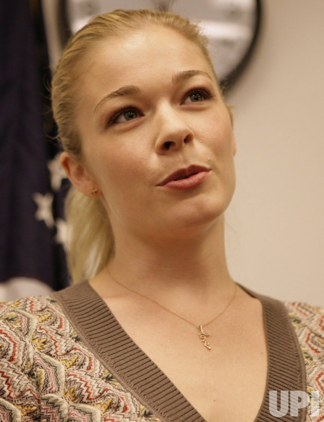 Sen. Menendez, singer LeAnn Rimes launch Psoriasis legislation in Washington