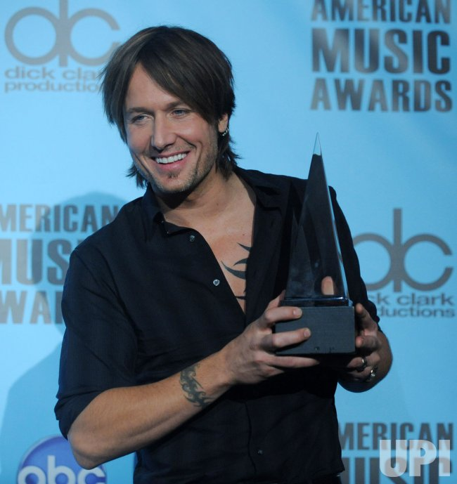 Keith Urban arrives at the 37th American Music Awards in Los Angeles