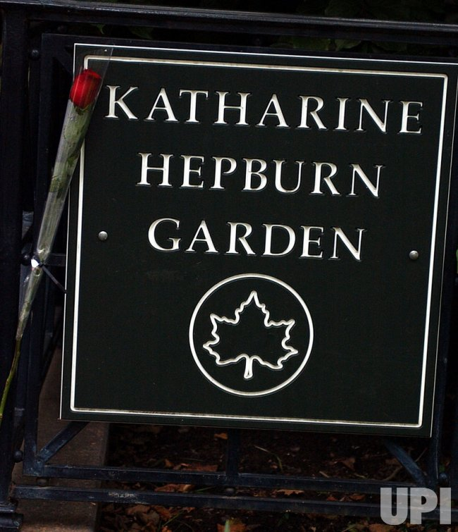 Memorial to Katharine Hepburn erected in NYC park bearing her name
