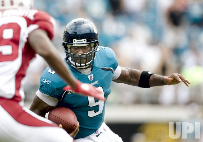 Jacksonville Jaguars quarterback David Garrard scrambles against Arizona Cardinals