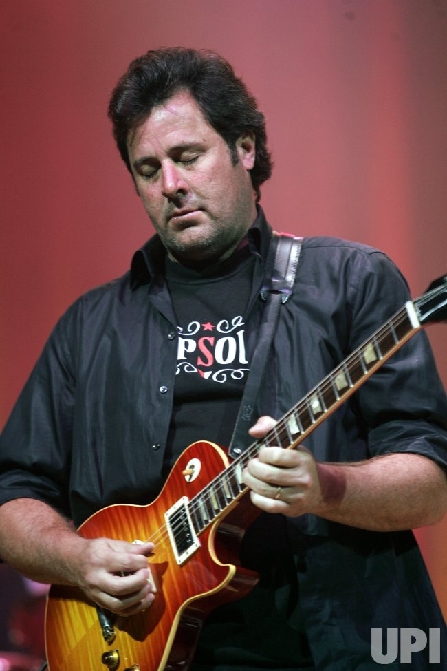 VINCE GILL PERFORMS IN CONCERT