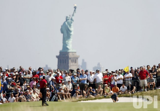 Zach Johnson plays in the Final Round of the 2009 Barclays at Liberty National in New Jersey