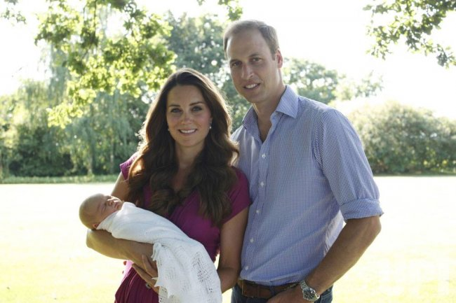 First official photo of the Duke and Duchess of Cambridge and Prince George