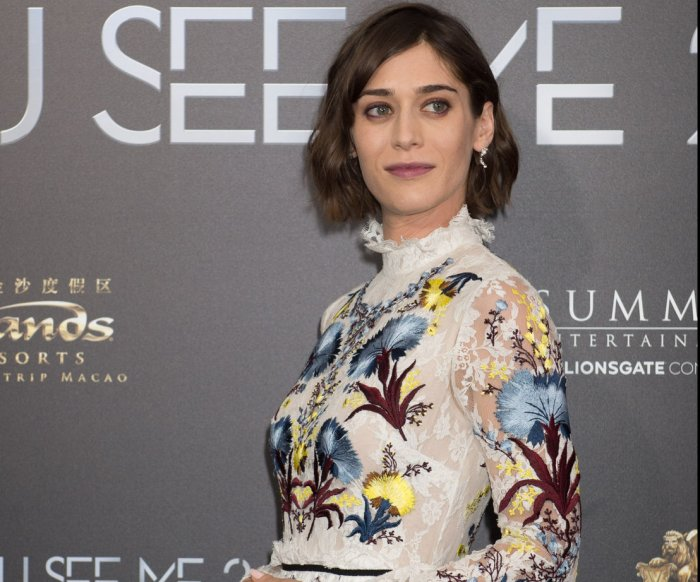 'Castle Rock' star Lizzy Caplan: Annie Wilkes the 'scariest of villains'