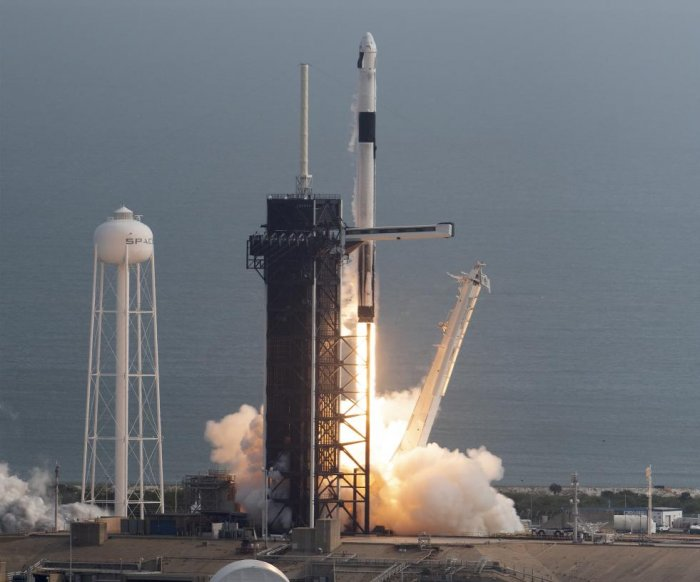 SpaceX's abort test succeeds, paving way for flight with astronauts
