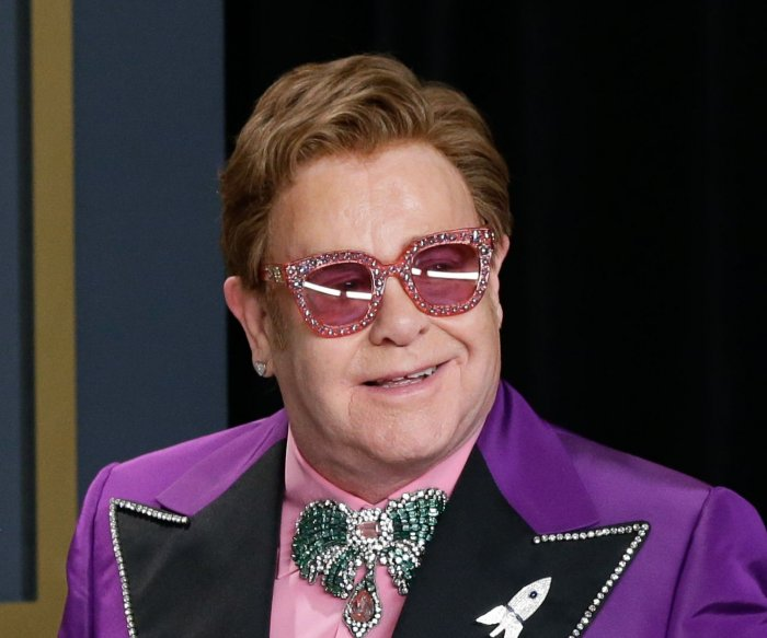 Elton John has walking pneumonia, cuts concert short