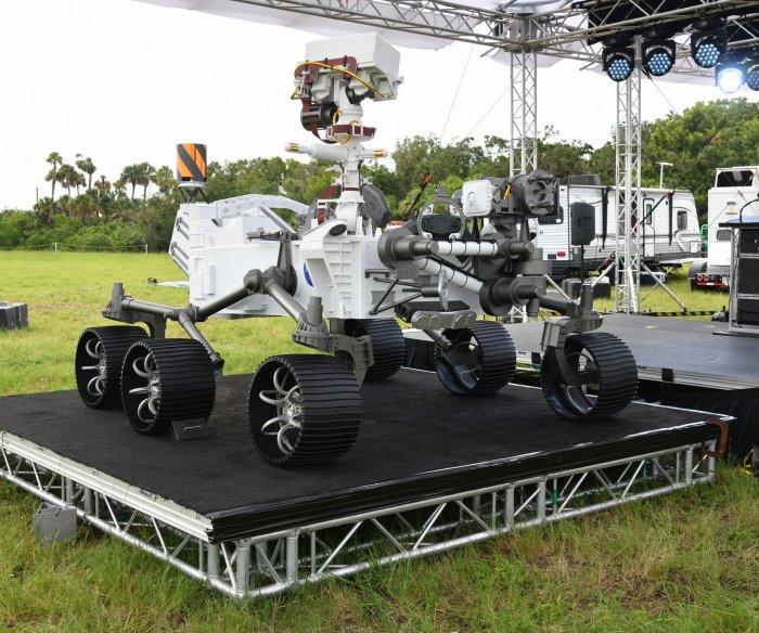 NASA prepares most sophisticated Mars rover for 'dangerous' landing