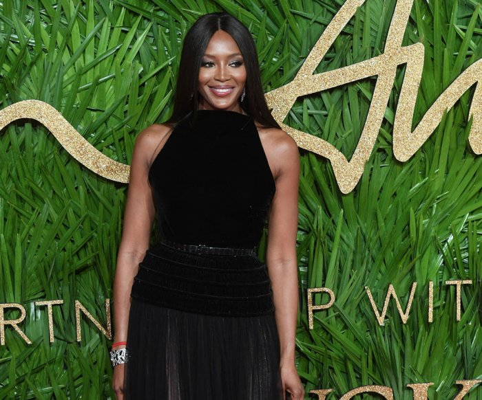Naomi Campbell, Karlie Kloss walk the red carpet at the Fashion Awards