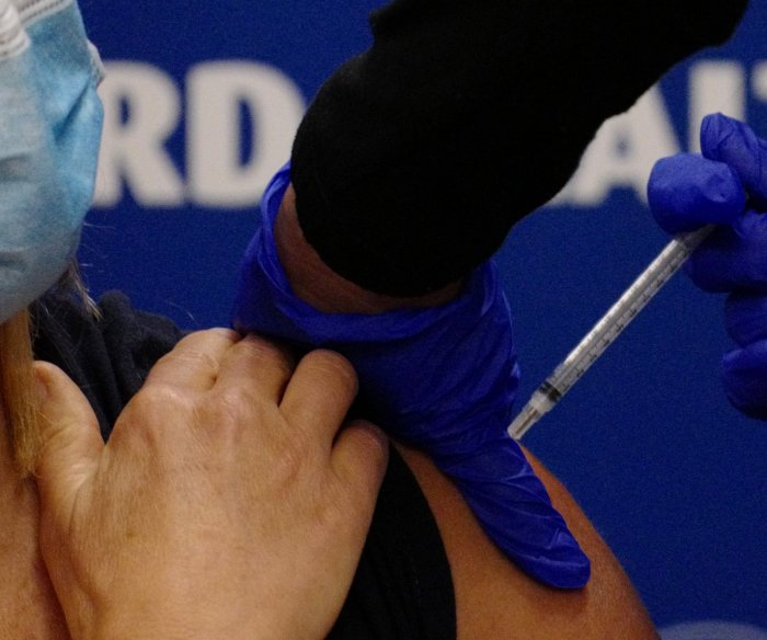 Nearly all U.S. physicians vaccinated against COVID-19, poll says