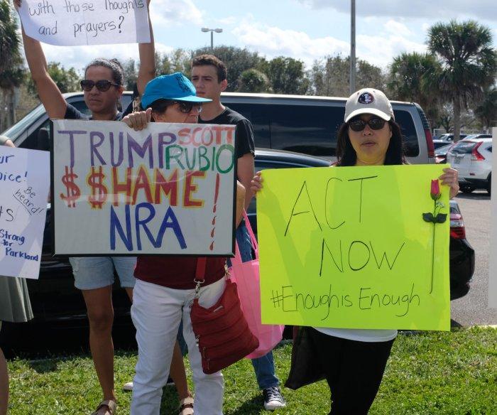 Trump backs stronger background checks on gun purchases