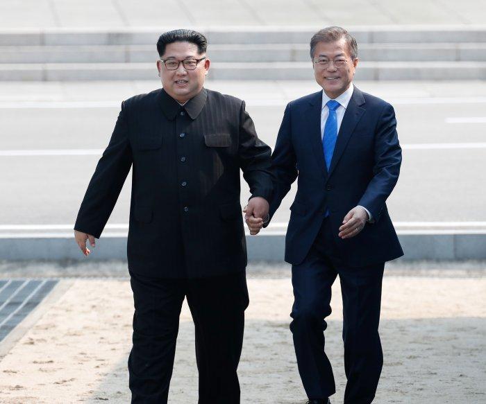 Kim Jong Un crosses border into South Korea for historic summit