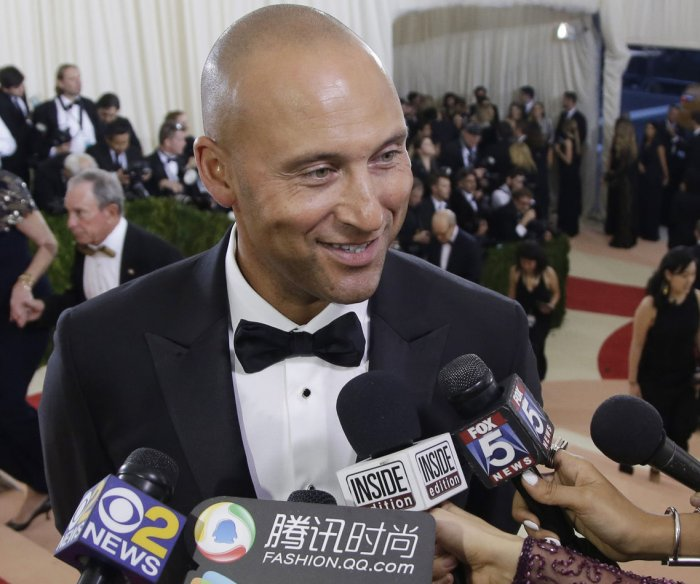 Derek Jeter-Jeb Bush group to buy Miami Marlins for $1.3B
