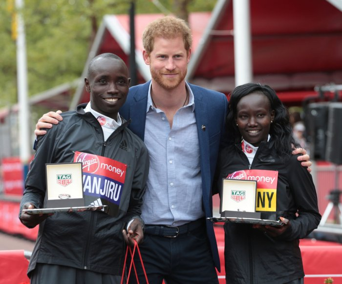 Thousands compete in 2017 London Marathon
