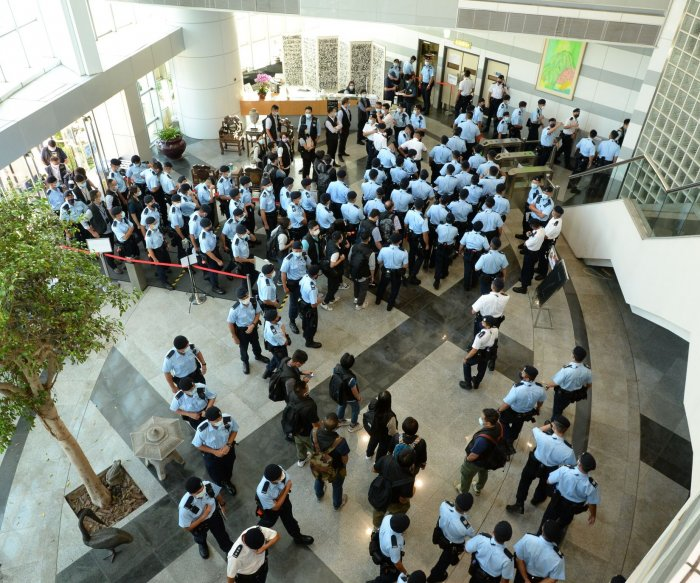 Hong Kong police raid offices of pro-democracy newspaper Apple Daily