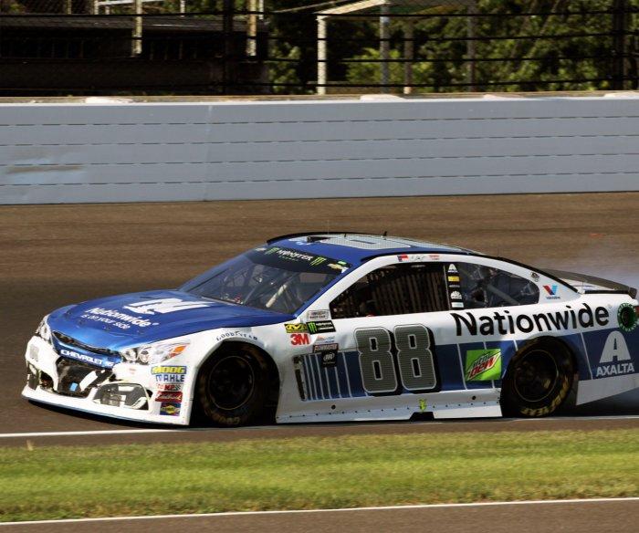 Dale Earnhardt Jr., Matt Kenseth say goodbye to NASCAR in final race before retirement