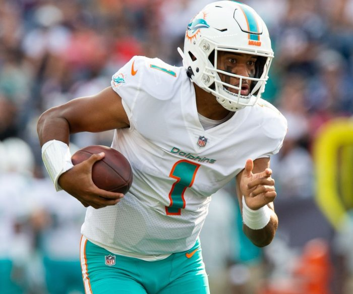 Bills blow out Dolphins, Miami QB Tua Tagovailoa leaves with injury