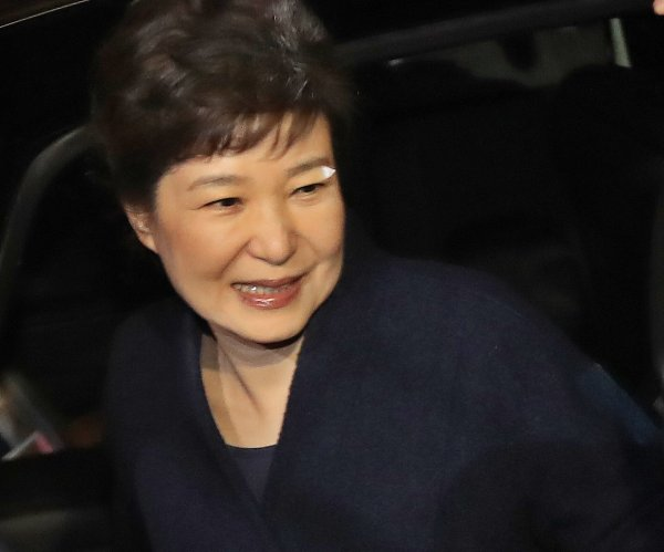Ousted South Korea leader Park jailed in corruption case