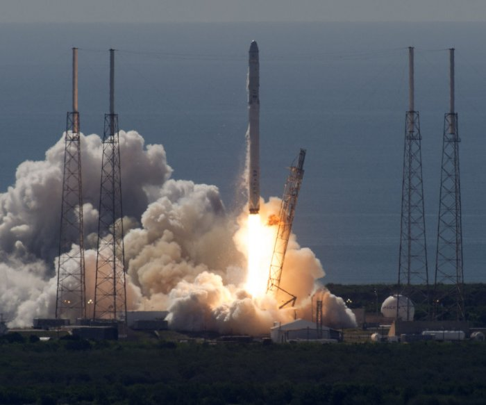 SpaceX Falcon 9 rocket explodes shortly after launch