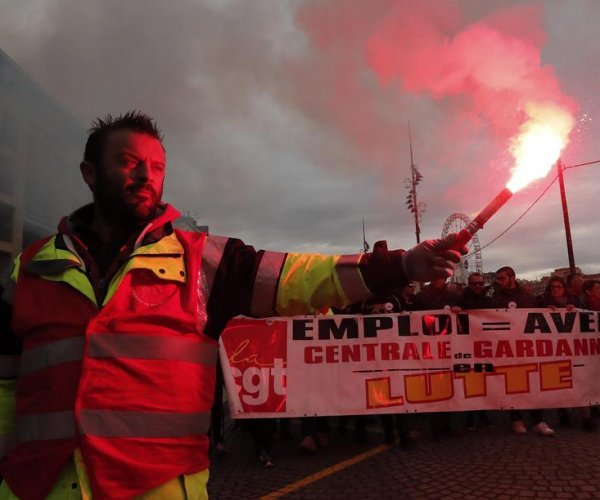 National strike against pension reform cripples services in France