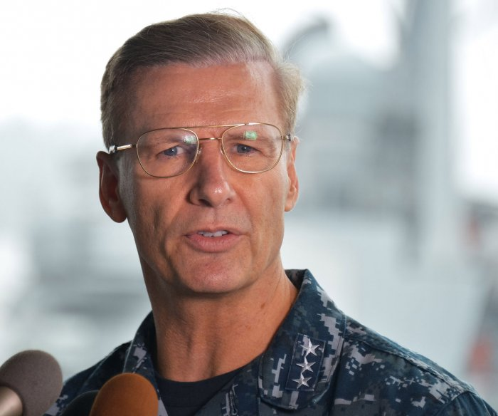Navy removes Pacific Fleet commander after warship crashes
