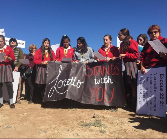 Expanding migrant children 'tent city' draws protests