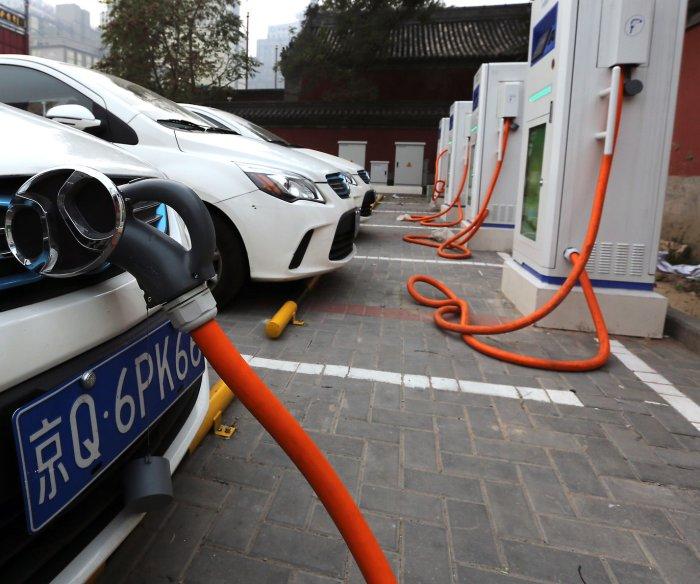 Britain to start taking gas, diesel vehicles off roads in 2040