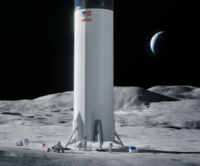 Watchdog denies protests of SpaceX's lunar lander deal