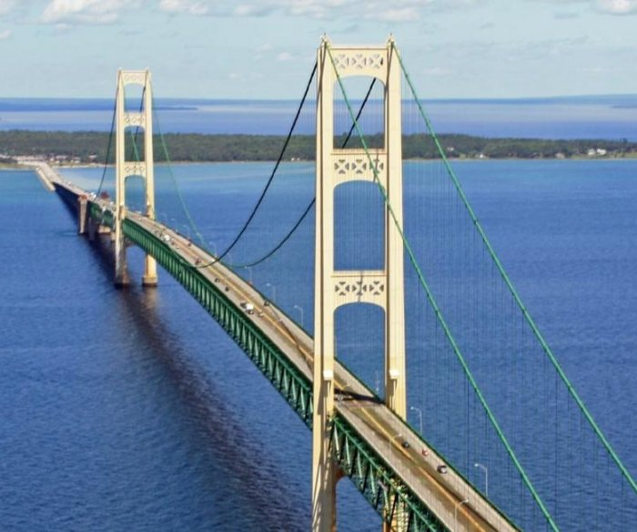 Industry defends controversial Michigan oil pipeline