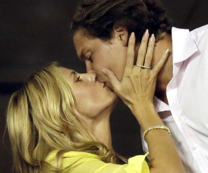Celebrity Kisses